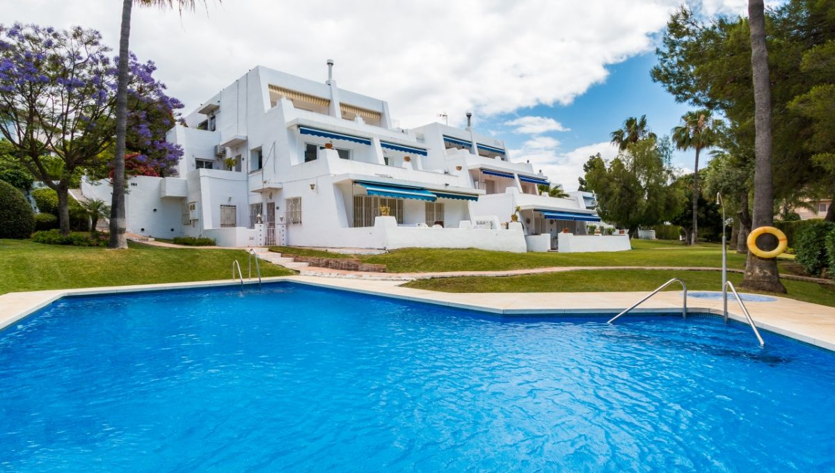 1-POOL-DISCOUNT-PROPERTY-CENTER-MARBELLA