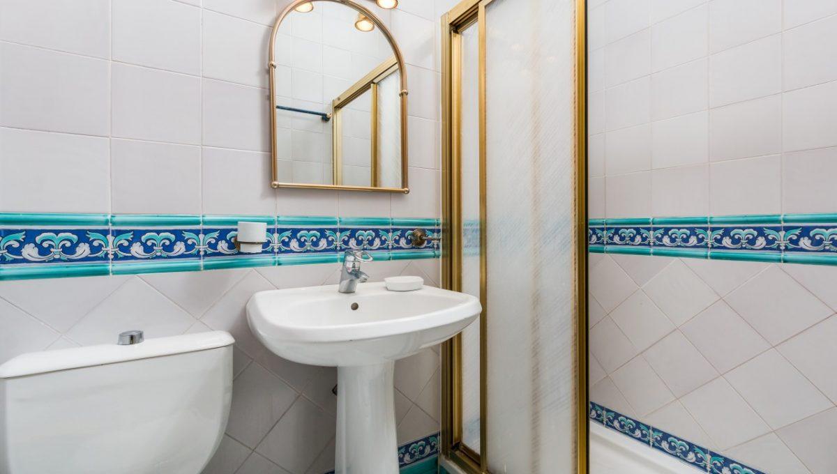 11-BATHROOM-DISCOUNT-PROPERTY-CENTER-MARBELLA