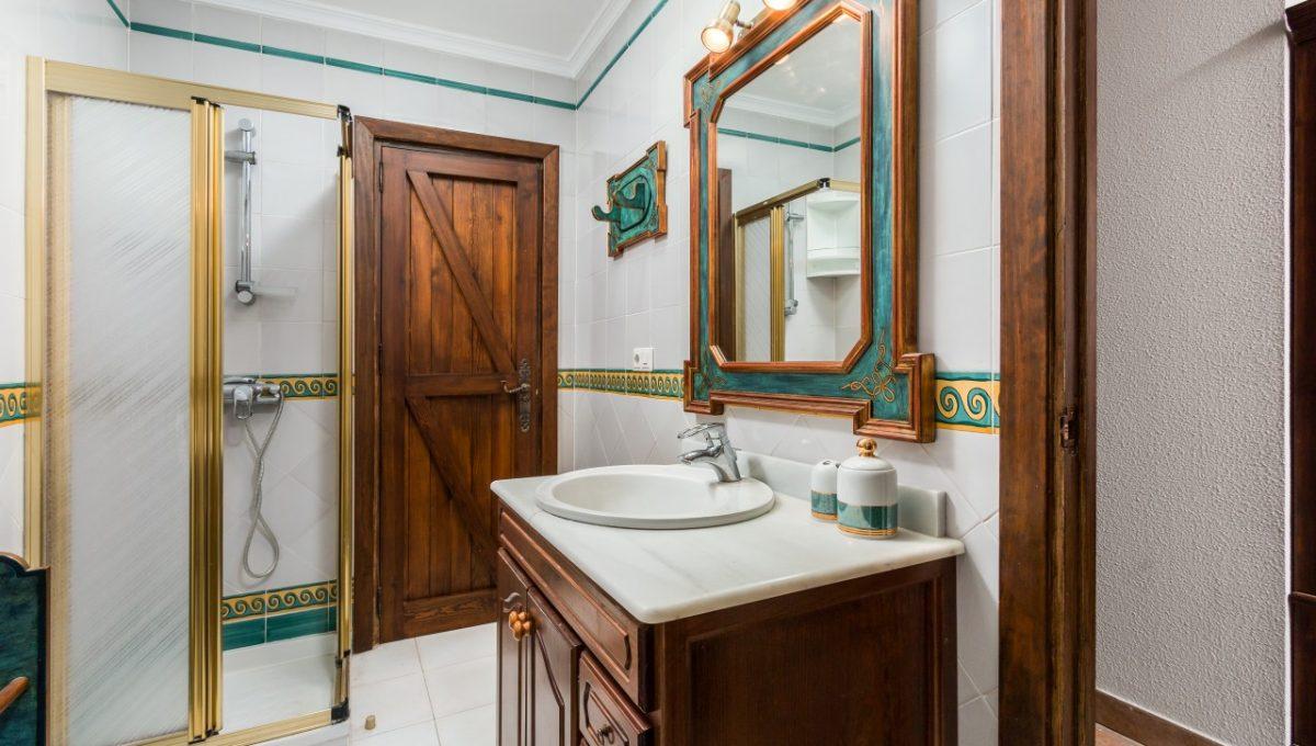 8-BATHROOM-DISCOUNT-PROPERTY-CENTER-MARBELLA