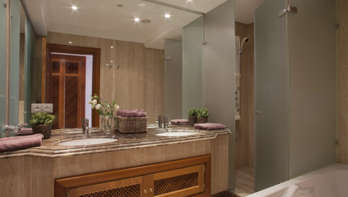 Bathroom1_hr