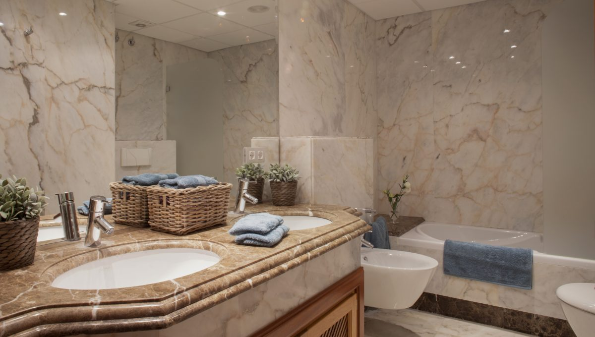 Bathroom_hr