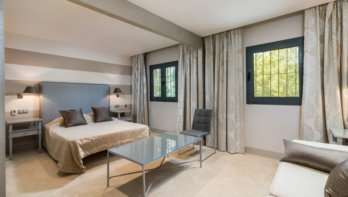 villa-for-sale-in-la-quinta-bedroom