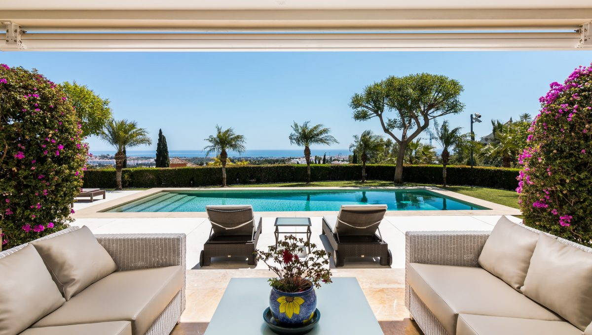 villa-for-sale-in-la-quinta-pool-and-sea-views
