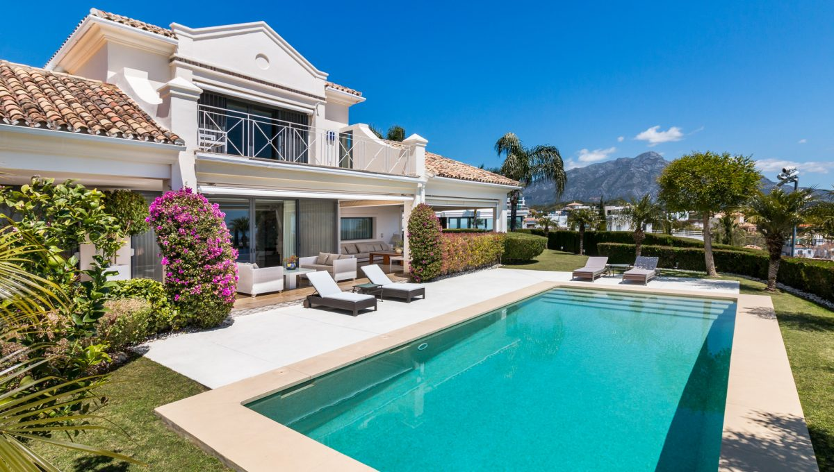 villa-for-sale-in-la-quinta-private-pool