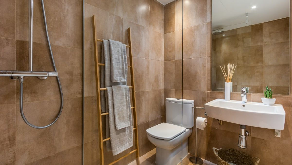 14-BATHROOM-SUNSET-GOLF-DISCOUNT-PROPERTY-CENTER-MARBELLA
