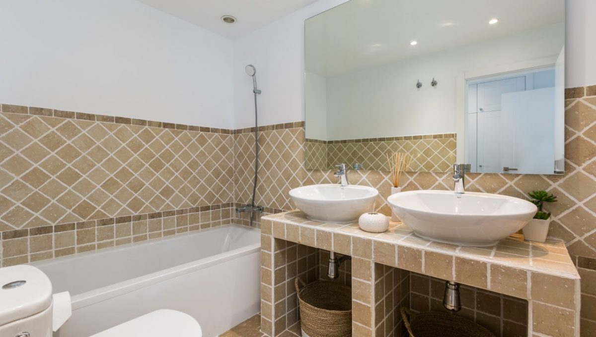15-BATHROOM-SUNSET-GOLF-DISCOUNT-PROPERTY-CENTER-MARBELLA