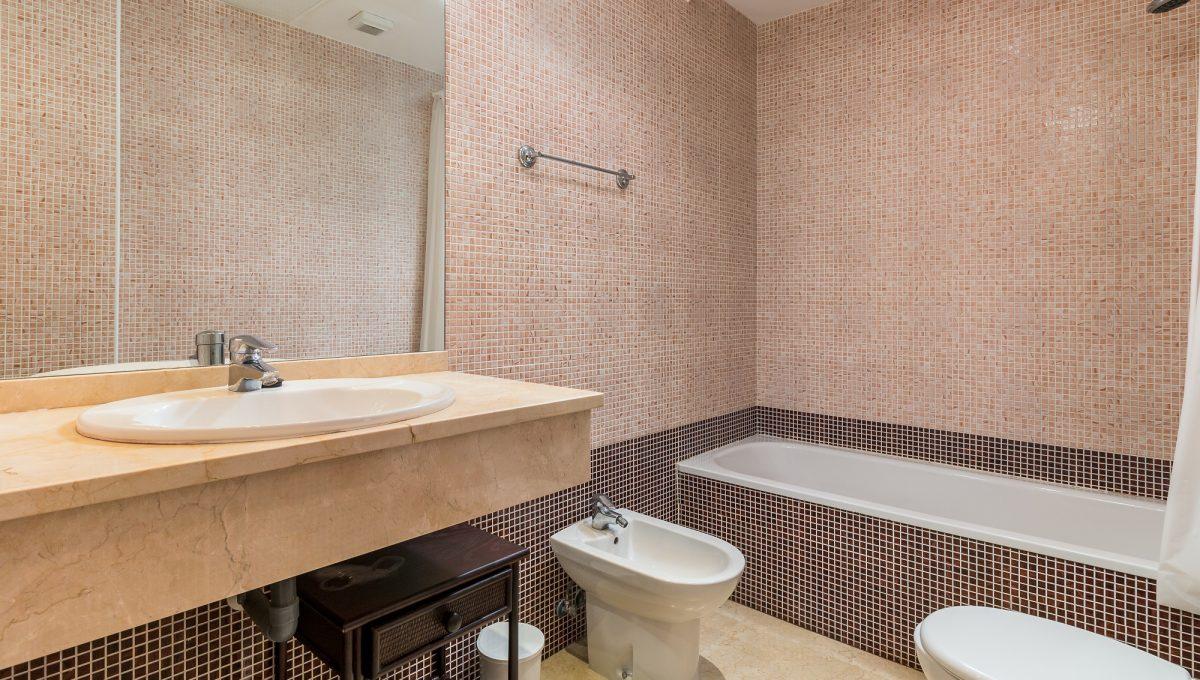 1st-Bathroom-3