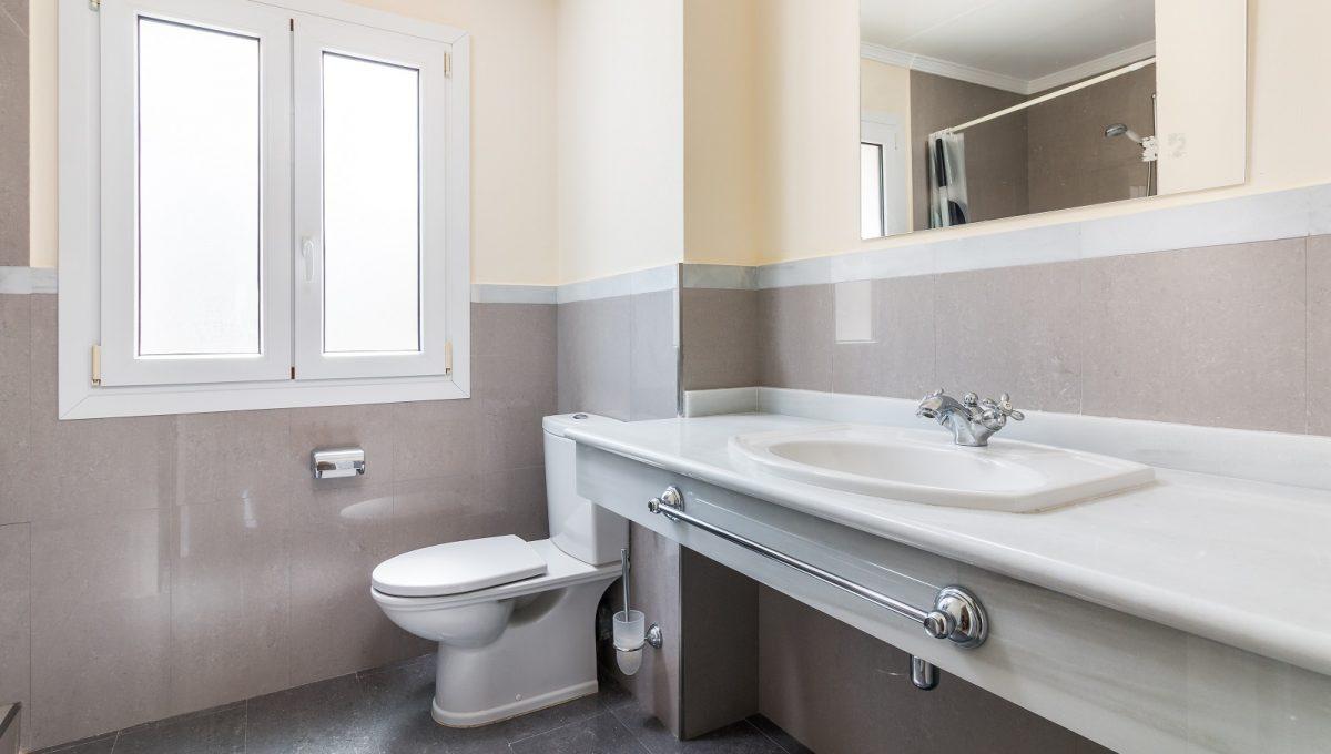 1st-Bathroom-5