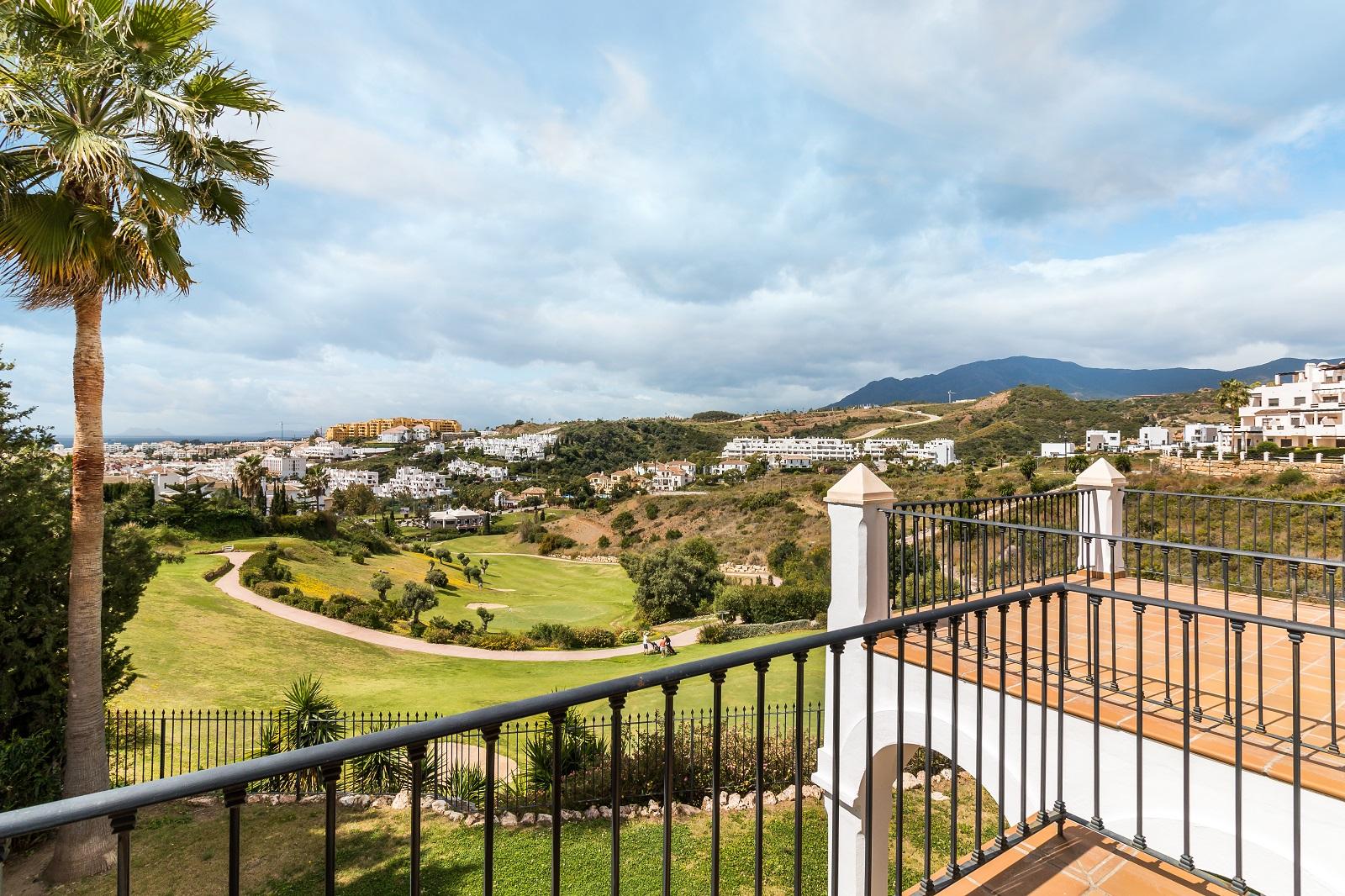 Luxury frontline golf in La Resina