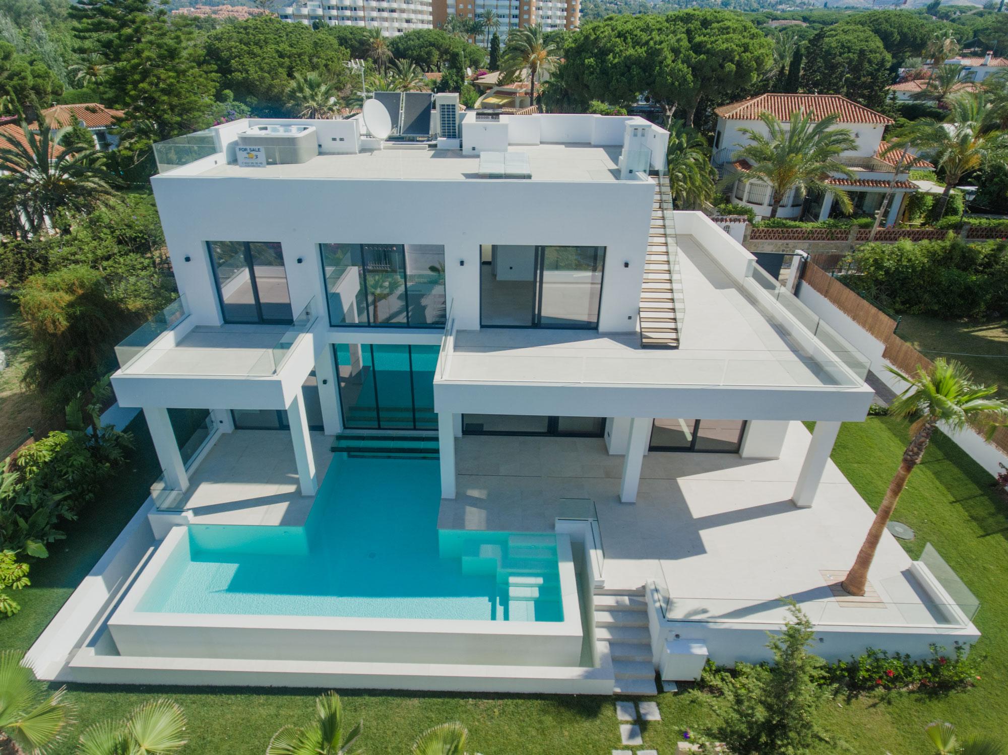 ABSOLUTELY STUNNING Villa in ELVIRIA